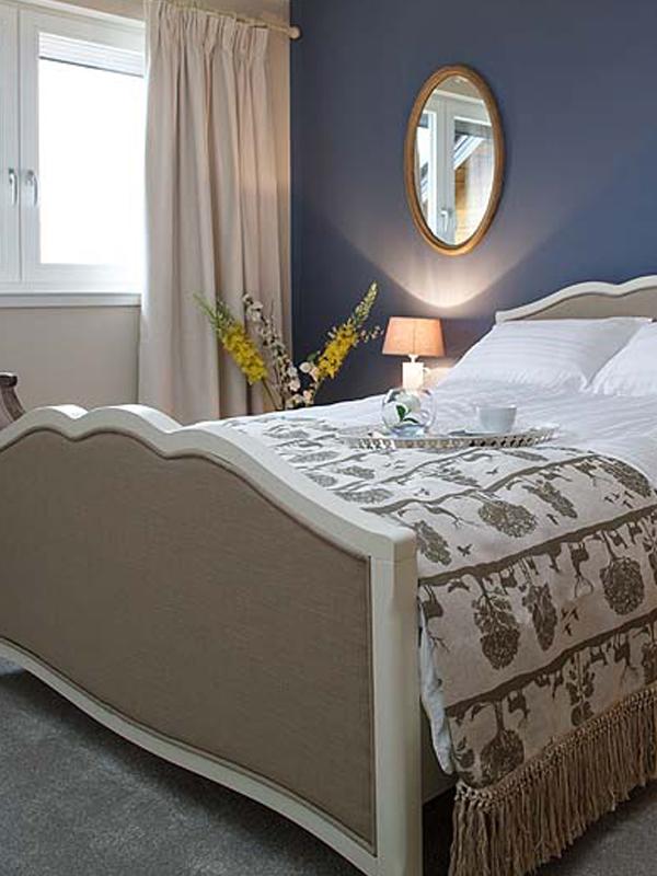 Wadinburn bed bedroom